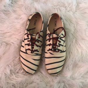TOMS espadrille lace up size 8 NWOB